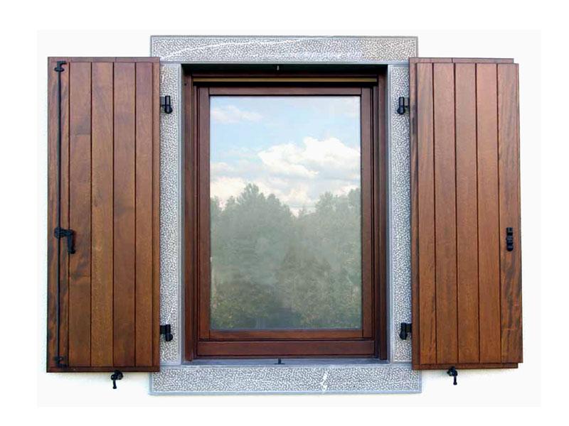 Scuri in legno fabbro serramenti - Aprire finestra muro esterno ...